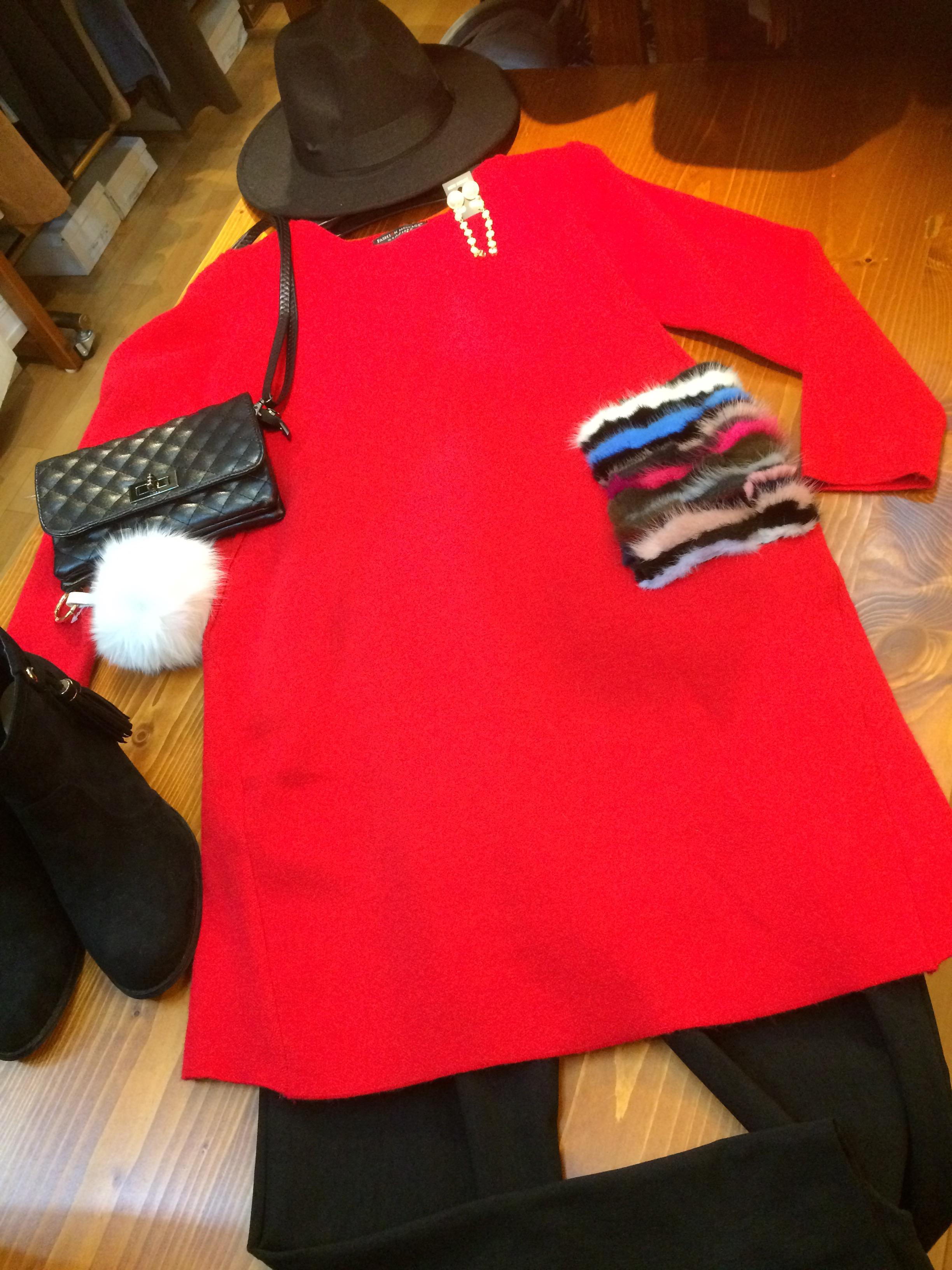 寒い冬にぴったりな真っ赤なワンピース